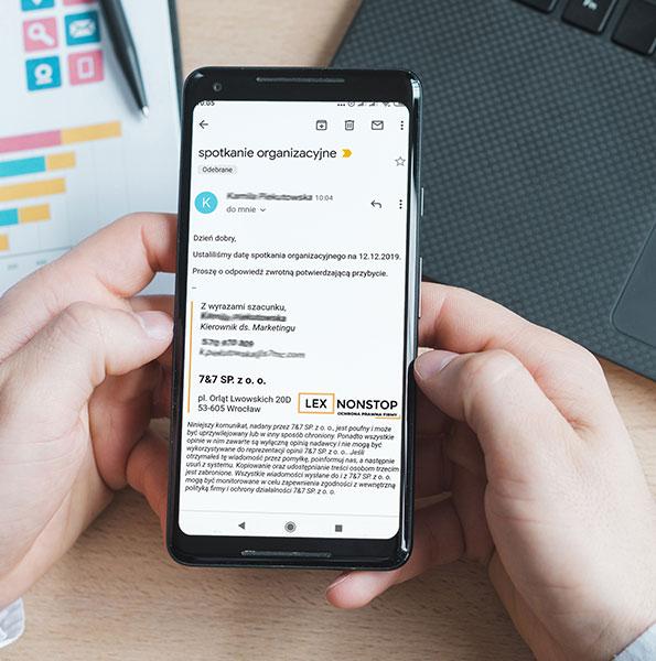 Otwarty email z logiem lexnonstop w telefonie komórkowym